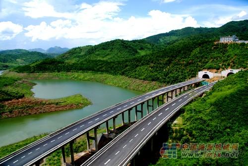 争取新开工建设昆明绕城公路西北段,大理至丽江高速公路两个国家高速